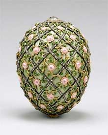 The Rose Trellis egg made by Peter Carl Fabergé in 1907 for Tsar Nicholas II of Russia. It is now in the Walters Art Museum in Baltimore, Maryland. Tsar Nicolas Ii, Tsar Nicholas, Zar Nikolaus Ii, Fabrege Eggs, Rose Trellis, Miniature Portraits, Imperial Russia, Egg Art, Easter Eggs