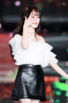 Gfriend Yuju, Seoul Music Awards, K Idol, Kpop, Yuri, Pretty Girls, Girlfriends, Leather Skirt, Skirts