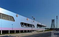 Retailgebouw Brico Plan-it gekenmerkt door gevarieerde vormgeving / BONTINCK ARCHITECTURE & ENGINEERING en DE BOER GREEN ROOF SOLUTIONS / *Foto's:Dennis De Smet Fotografie