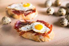Huevos codorniz con jamón - El Primer Bocado. Fotografía Gastronómica
