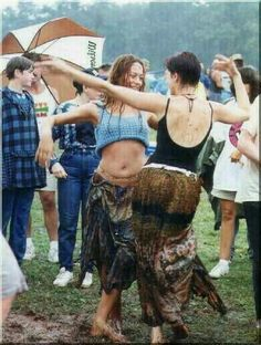 refresh ask&faq archive theme Welcome to fy hippies! This site is obviously about hippies. There are occasions where we post things era such as the artists of the and the most famous concert in hippie history- Woodstock! 1969 Woodstock, Festival Woodstock, Woodstock Hippies, Woodstock Music, Woodstock Photos, Woodstock Concert, Looks Hippie, Hippie Love, Hippie Chick