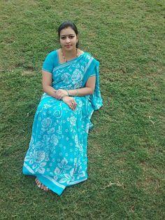 Blue Saree, Stylish Mens Outfits, Sexy Wife, Beautiful Girl Indian, Fat Women, India Beauty, Indian Sarees, Beauty Women, Desi