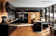 Intégration du bois / Armoires noires ultra-brillantes