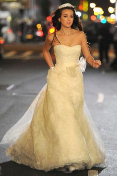 gossip girl the run away bride. I just really love Blair's dress. I don't plan on being a runaway bride, but I'd love to wear this dress.