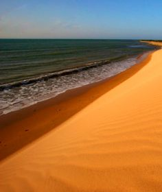 El Médano Blanco en Falcón es el único en nuestro país que cae al mar. Venezuela