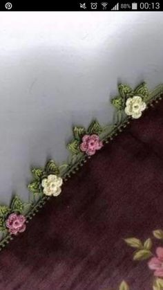 This post was discovered by Ay Crochet Edging Patterns, Crochet Borders, Embroidery Stitches, Embroidery Patterns, Hand Embroidery, Crochet Flowers, Crochet Lace, Vintage Cross Stitches, Creative Embroidery