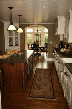 Love this kitchen! Minus the white cupboards.. They are too hard to keep clean with a dog and baby!