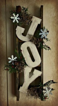 Elegant Rustic Christmas Wreaths Decoration Ideas To Celebrate Your Holiday 38 Christmas Wood Crafts, Merry Christmas Sign, Noel Christmas, Outdoor Christmas, Simple Christmas, Holiday Crafts, Christmas Wreaths, Country Christmas, Christmas Ideas