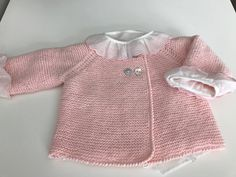 jersey doble-botonadura-rosa-punto-algodon-hecho-a-mano Knitting Designs, Knitting Patterns, Sewing Basics, Baby Patterns, Baby Knitting, Crochet Projects, Cute Babies, Knit Crochet, Couture