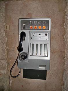 It rings a bell. Sweet Memories, Childhood Memories, Vintage Movies, Retro Vintage, Good Old Times, Vintage Telephone, Vintage Photos, Old School, Belle Epoque