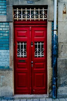 Porto 143.B (Hector Lazo) Love this deep red and the wrought iron painted in white
