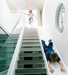 家に階段と滑り台