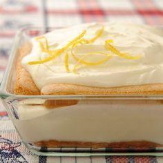 Maak dit frisse toetje met citroen, Griekse yoghurt en lange vingers als feestelijk nagerecht. Zo sluit je het feestmaal gezond en verantwoord af.