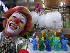 Palhaço popozudo: Popozudo com suas esculturas em balões