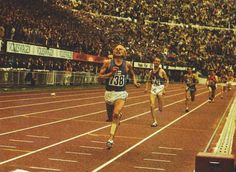 Juha Vaatainen (n. 738) Finland 13'.32''.48 Gold Medal CR+NR@Jean Wadoux (n. 142) France 13'.33''.56 Silver Medal@Harald Norpoth West Germany 13'.33''.79 Bronze Medal@Danijel Korica Yugoslavia 13'.34''.88 4th place@Javier Alvarez Spain 13'.35''.84 5th place@Emiel Puttemans Belgium 13'.36''.60 6th place@Lasse Viren Finland 13'.38''.46 7th place@Bronislaw Malinowski Poland 13'.39''.33 NR 8th place@Frank Eisenberg East Germany 13'.41''.07 9th place@Petras Simonelis Soviet Union 13'.42''.78 10th Gold Runner, East Germany, European Championships, Soviet Union, Helsinki, Finland, Belgium, Athlete, France