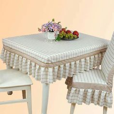 Fitted tablecloth and coordinating chair covers. Dining Table Cloth, Dinning Table, Table And Chairs, Diy Home Crafts, Diy Home Decor, Room Decor, Sofa Covers, Table Covers, Kitchen Chair Covers