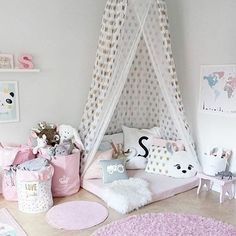10 Adorable Kids Room Ideas and Inspiration More than ever, parents are carrying the latest contemporary design ideas into their kids' rooms. From soft neutral colors to natural textiles, children's bedrooms and playrooms are greener, more modern, and Baby Bedroom, Girls Bedroom, Bedroom Decor, Room Girls, Kid Bedrooms, Trendy Bedroom, Girl Nursery, Canopy Bedroom, Room Set