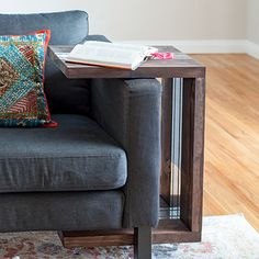 This DIY C-table makes a perfect addition to any living room. The C shaped table makes it versatile and can be used in so many ways! Add mirror accents to the table to give it a rustic modern touch using a simple trick! Diy Kids Table, Wood Projects For Beginners, Decor, Diy Decor, Woodworking Projects Diy, Living Decor, 2x4 Wood, Woodworking Projects, Scrap Wood Projects
