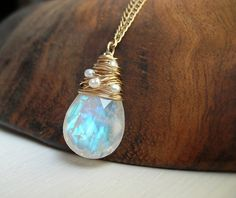 Moonstone Necklace Woven with Pearls - June Birthstone- Bridal Necklace - Gemstone Pendant - Moonstone Pendant - Alternative Bridal - ideas for making jewelry - Regenbogen Moonstone Pendant, Moonstone Necklace, Pendant Necklace, Pearl Necklace, White Necklace, Pearl Pendant, Pendant Jewelry, Wire Jewelry, Jewelery