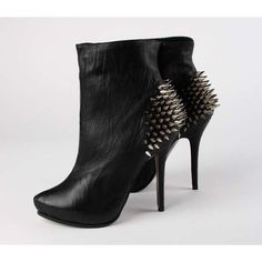 Studded boots... freakin adorable.
