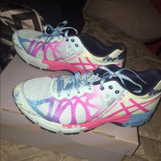 Asia Gel Nosa TRI 9 GS Size 6.5 in kids which is also a 8 in women's. Practically brand new only worn twice, has box. asics Shoes Athletic Shoes