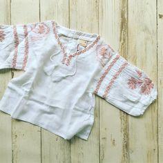 ふんわりシルエットと刺繍がキュートなスモック、LIENからも同じアイテムが発売中なので、お揃いで着られます‼️ 刺繍スモック ¥3672 サイズ80〜130 #親子コーデ #おそろコーデ #プティマイン #petitmain #子供服 #kidswear #kidsfashion #kids_japan #kidsstyle #スモック