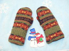 The Pattern and Colors are...gee what's the word....GEORGOUS! ~  These are a Ladies Small - All Wool and Lined With Soft Blizzard Fleece. by JustThatGood on Etsy