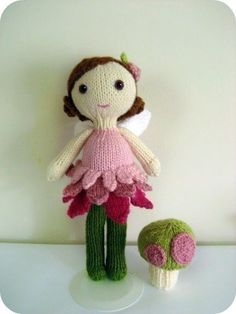 Amigurumi Knit Fairy Doll and Mushroom Pattern Set por AmyGaines