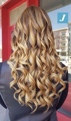 Tu esprimi un desiderio e gli hairstylists CDJ lo esaudiranno per te _ Degradé Joelle. #cdj #degradejoelle #tagliopuntearia #degradé #igers #musthave #hair #hairstyle #haircolour #longhair #ootd #hairfashion #madeinitaly #wellastudionyc