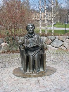Statue of Astrid Lindgren by Hertha Hillfon erected in 1996 outside Junibacken on Djurgården in Stockholm. Alexander Calder, Statues, Louise Bourgeois, Cute Art, Sculpture Art, Norway, Book Art, Street Art, Authors