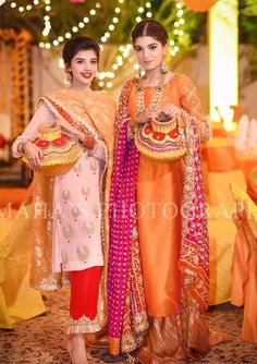 15 Ideas wedding dresses satin top for 2019 Pakistani Wedding Outfits, Pakistani Wedding Dresses, Indian Dresses, Indian Outfits, Shadi Dresses, Bridal Mehndi Dresses, Mehndi Outfit, Pakistani Dress Design, Pakistani Mehndi Dress