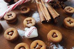 Weihnachtsguetzli ohne Weissmehl, raffinierten Zucker und Butter, das schmeckt nicht? Diese super feinen Spitzbuben mit Chai Mandelcrème beweisen das Gegenteil. Chai, Super, Doughnut, Creme, Cakes, Desserts, Recipes, Food, Recipies