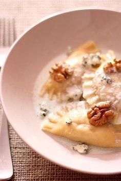 Raviole Ravioles au poulet et aux noix, sauce au roquefort - http://www.gourmandiseries.fr