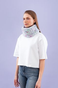 Evyi - <b>Single-Loop</b><br> light blue with colored mohair<br><br><br>   100% mohiar<br> 98% natural merino wool<br> 2% polyamide<br><br><br>   Product will be produced after ordering, delivery ensured within 7-10 days. <br><br>  Dry cleaning required.<br><br>