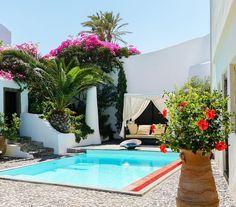 A private paradise in Santorini: Mansion Sophia of Santorini Heritage villas  http://ift.tt/1mRHTcf  #santorini  #santorinivillas #santoriniheritage #greece #travel