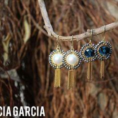 PG Aretes con perlas y cristales  #patriciagarciaaccesorios #chapadeoro #handmadejewerly #earrings #aretes #hechoamano #hechoensinaloa #artemexicano #mexicocreativo #accesorios #losmochis