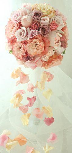ブーケ ラウンドキャスケード と 花のクラウン : 一会 ウエディングの花