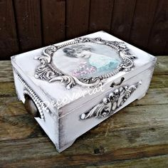 Shabby Chic Boxes, Shabby Chic Jewellery Box, Shabby Chic Crafts, Wooden Box Crafts, Painted Wooden Boxes, Decoupage Box, Decoupage Vintage, Pink Chalk, White Chalk