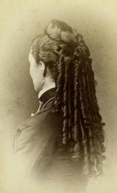 Victorian hairstyle with long curls. Wow!