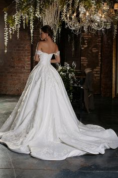 Good-looking Wedding Dresses Collections For Your Personal Inspirations Today! Stop By Our Website & Blog To Find Our Awesome Wedding Dresses Photos.