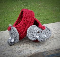 Baby Bootie w/link to free elephant applique ~ free pattern