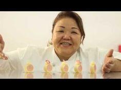 """@mika_sakihama essa doce profissional, é formada em Cake Design/Confeitaria no Japão onde morou e trabalhou na área. De volta ao Brasil, abriu seu próprio negócio Mika Sakihama Confeitaria Criativa, onde arruma tempo para ministrar aulas e participar de feiras com a Callebaut. Somada a toda essa expertise aliada à paixão, ela transforma sonhos em realidade. Nesse evento, Mika Sakihama fará uma pequena demonstração e degustação no dia 18/10 no evento """"DOÇURAS E DIFICULDADES DA MATERNIDADE"""""""