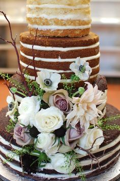 Naked Wedding Cake with Fresh Flowers #weddingcakes #rustic