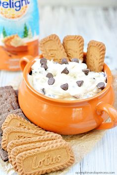 Without the chocolate chips! YUMMY Treat yourself to a Pumpkin Spice Cheesecake Dip that is to die for! While you're at it, host your own no-carve Pumpkin party. Pumpkin Recipes, Fall Recipes, Holiday Recipes, Dip Recipes, Just Desserts, Delicious Desserts, Yummy Food, Dessert Dips, Dessert Recipes