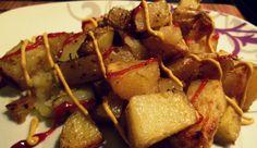 PATATE AL FORNO CROCCANTI A chi non è mai venuta una voglia improvvisa di patatine fritte? Ammettiamolo, a tutti!!!! Io, per evitare di cadere in tentazione, vi propongo le mie patate al forno croccanti, capaci di soddisfare ogni palato senza i sensi di colpa! Provatele anche voi! http://blog.giallozafferano.it/cookingtime/patate-al-forno-croccanti/#