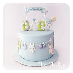 Geçen sene evlilik yıldönümlerinde hikayeli kurabiyelerimizden hazırladığımızsevgili Funda hanım'a bu kez bebeğinin baby shower pastasını hazırladık:) Funda hanım baby shower pastasıyla ile …