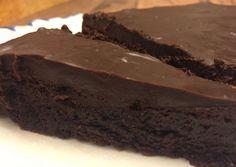 Easy Flourless Chocolate Cake Recipe - Easy & Gluten-Free!