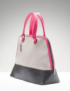 Pikowana torebka podręczna