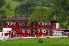 Typical Architecture of a Farm House in the Coffee Triangle Region of Colombia. Surrounded by balconies in full color to enjoy the nature around it. Colombia Travel, Colombian Culture, Coffee Farm, House Coffee, Colombia South America, South American Countries, Hacienda Style, Country Landscaping, Homesteads