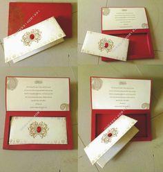 pake box warna merah dengan isi kartu sederhana
